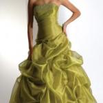 O vestido verde é uma boa opção para usar. (Foto:Divulgação)