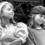 Desde pequenas, as gêmeas Mary Kate e Ashley Olsen fazem sucesso em Hollywood (Foto: Divulgação)