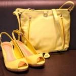 A combinação da bolsas dourada depende do gosto da cliente. (Foto: divulgação)