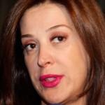 A mancha de batom no dente da atriz Cláudia Raia fez toda diferença no visual. (Foto: divulgação)