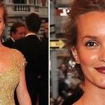 Leighton Meester escolheu um pó bronzeador de tom bem mais escuro que a pele. (Foto: divulgação)