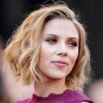 Scarlett Johansson com o seu chanel cacheado. (Foto:Divulgação)