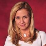 O colar em madrepérola com imagem de santa se tornou sucesso absoluto, depois de usado pela atriz Adriana Esteves (Foto: divulgação).