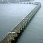 A Ponte Rio-Niterói liga a capital carioca ao interior do estado, passando pela cidade de Niterói (Foto: Divulgação)