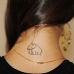 Elefante tatuado na nuca. (Foto: Divulgação)