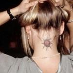A nuca é um dos melhores lugares para fazer tatuagem discreta. (Foto:Divulgação)
