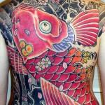 Tatuagem bem colorida, tampando totalmente as costas (Foto: Divulgação)