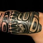 Tatuagem tribal no braço (Foto: Divulgação)