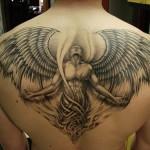 Há vários tipos de tatuagens grandes masculinas (Foto: Divulgação)
