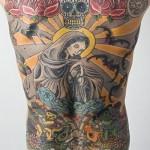 Tatuagem tomando conta das costas (Foto: Divulgação)
