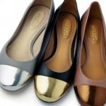 As sapatilhas com detalhes em metalizados prometem muito sucesso no verão 2013 (Foto:divulgação).