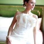 Vestido de noiva com uma costura moderna e sóbria. (Foto:Divulgação)