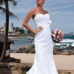 Vestido sem excessos combina com a praia. (Foto:Divulgação)