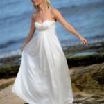 O vestido deve ser básico e não se ater a tantos detalhes. (Foto:Divulgação)