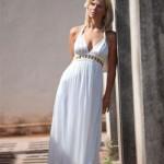 Uma opção de vestido branco e simples. (Foto:Divulgação)