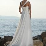 Um vestido delicado e romântico veste bem a noiva de praia. (Foto:Divulgação)