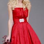 Vestido curto vermelho para madrinha. (Foto:Divulgação)