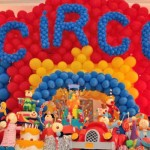 Circo inspirou uma linda decoração colorida para o aniversário. (Foto:Divulgação)