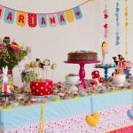 Festa de um ano decorada com o tema Alice no País das Maravilhas. (Foto:Divulgação)
