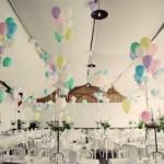 Balões coloridos aparecem na decoração. (Foto:Divulgação)