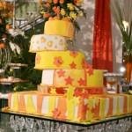 Um bolo divertido para a festa de 15 anos. (Foto:Divulgação)