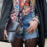 Estampa floral combinada com short jeans. (Foto:Divulgação)