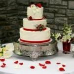 O bolo de casamento é o foco da mesa. (Foto:Divulgação)