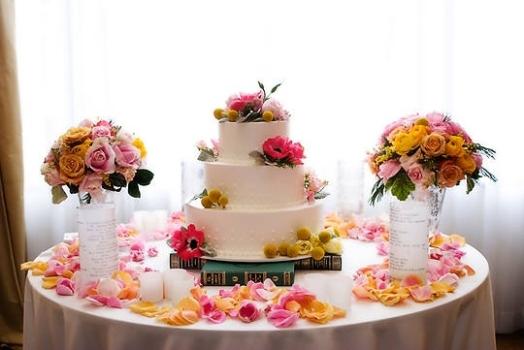 Decoração simples de mesa de casamento, porém elegante e romântica. (Foto:Divulgação)
