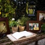 Mesa com fotos dos noivos para decorar o espaço da festa. (Foto:Divulgação)