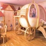 Cama com formato de carruagem para quarto de menina. (Foto:Divulgação)