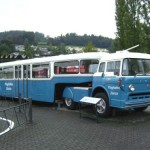 Caminhão transformado em ônibus (Foto: Divulgação)