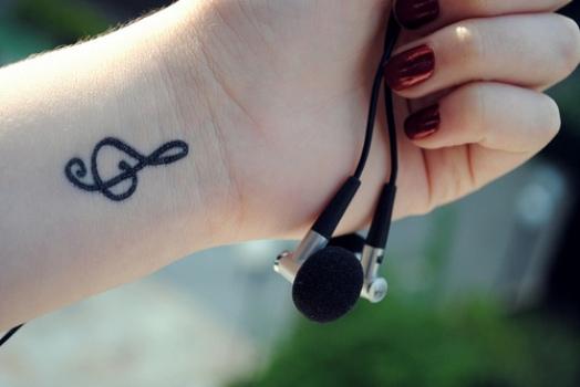 Nota musical virou tatuagem de pulso. (Foto:Divulgação)