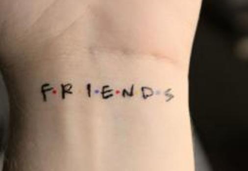 Seriado Friends inspirou esta tatuagem de pulso. (Foto:Divulgação)