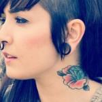 Tatuagens femininas no pescoço fotos 20