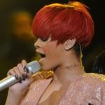 Rihanna tem tatuagem n pescoço. (Foto:Divulgação)