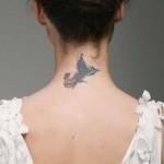 Tatuagem feminina na nuca. (Foto:Divulgação)