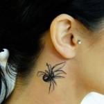 Tatuagem de aranha no pescoço. (Foto:Divulgação)