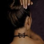 Tatuagem simula uma gargantilha. (Foto:Divulgação)