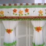 As flores podem ser colocadas também na cozinha em cortinas e outros (Foto: divulgação).