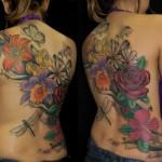 As tatuagens grandes nas costas fazem sucesso entre as mulheres e os homens (Foto: Divulgação)