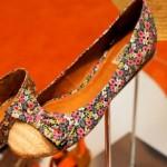 Vários modelos de sapatilhas florais podem ser encontrados (Foto: divulgação).