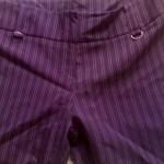 Várias cores de calças risca de giz podem ser usadas (Foto: divulgação).