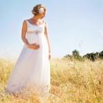 O vestido de noiva para grávida deve ser leve, soltinho e confortável. (Foto:Divulgação)