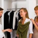 Na hora de escolher o vestido, analise se ele combina com sua pele (Foto: divulgação).