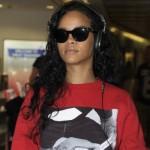 Rihanna em agosto de 2012, com o cabelo comprido e enrolado. (Foto:Divulgação)