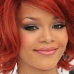 Rihanna com cabelo super vermelho. (Foto:Divulgação)