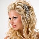 O aplique com grampo é indicado para pessoas que possuem o cabelo fino e delicado. (Foto Divulgação)