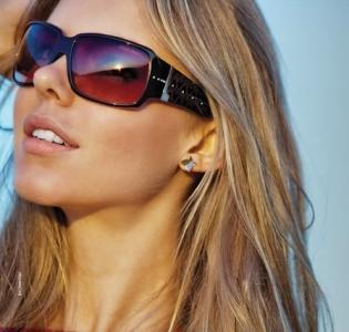 Hastes mais grossas ajudam a disfarçar a forma do rosto arredondado (Foto: Divulgação)