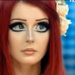 A ucraniana capricha na maquiagem dos olhos para parecer um anime. . (Foto:Divulgação)
