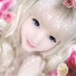Para parecer uma boneca, Venus Angelic abusa da maquiagem. (Foto:Divulgação)